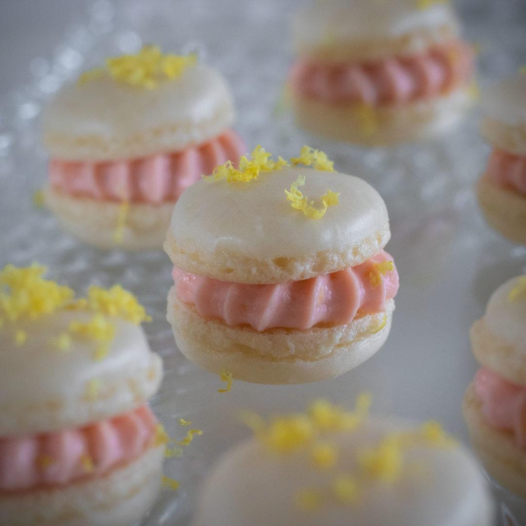 Macarons mit Lachscreme, Vanille & Zitronen