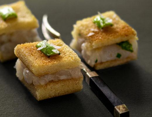Tramezzini mit Tartar von der Rotbarbe und Thaispargel